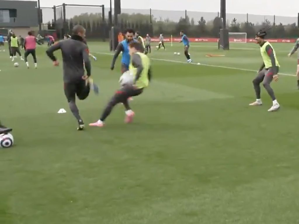(Video) Thiago does Tsimikas with beautiful skill in training drill