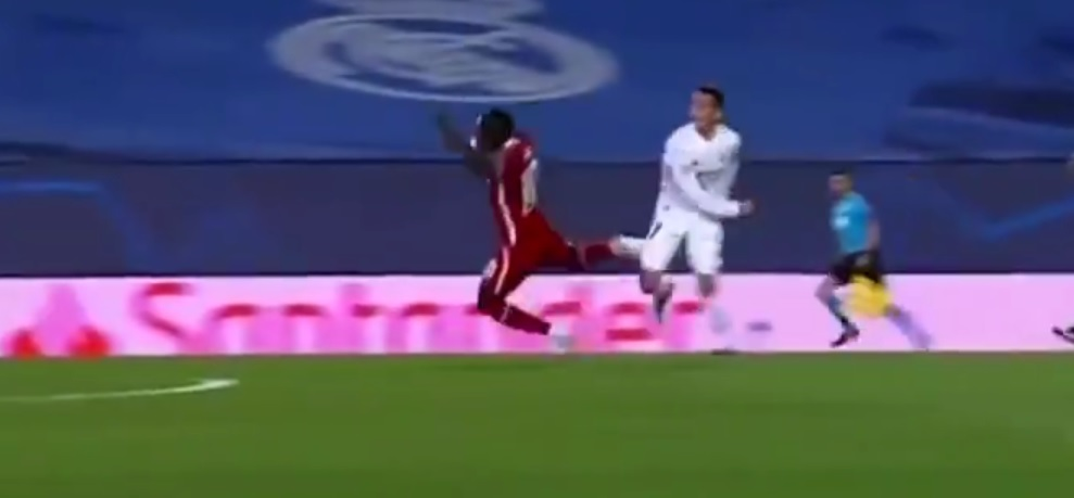 (Video) Foul on Mane ignored by ref moments before Real Madrid goal