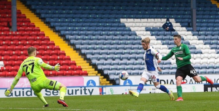(Video) Harvey Elliott nets seventh of the season with filthy chip in five-goal Blackburn romp