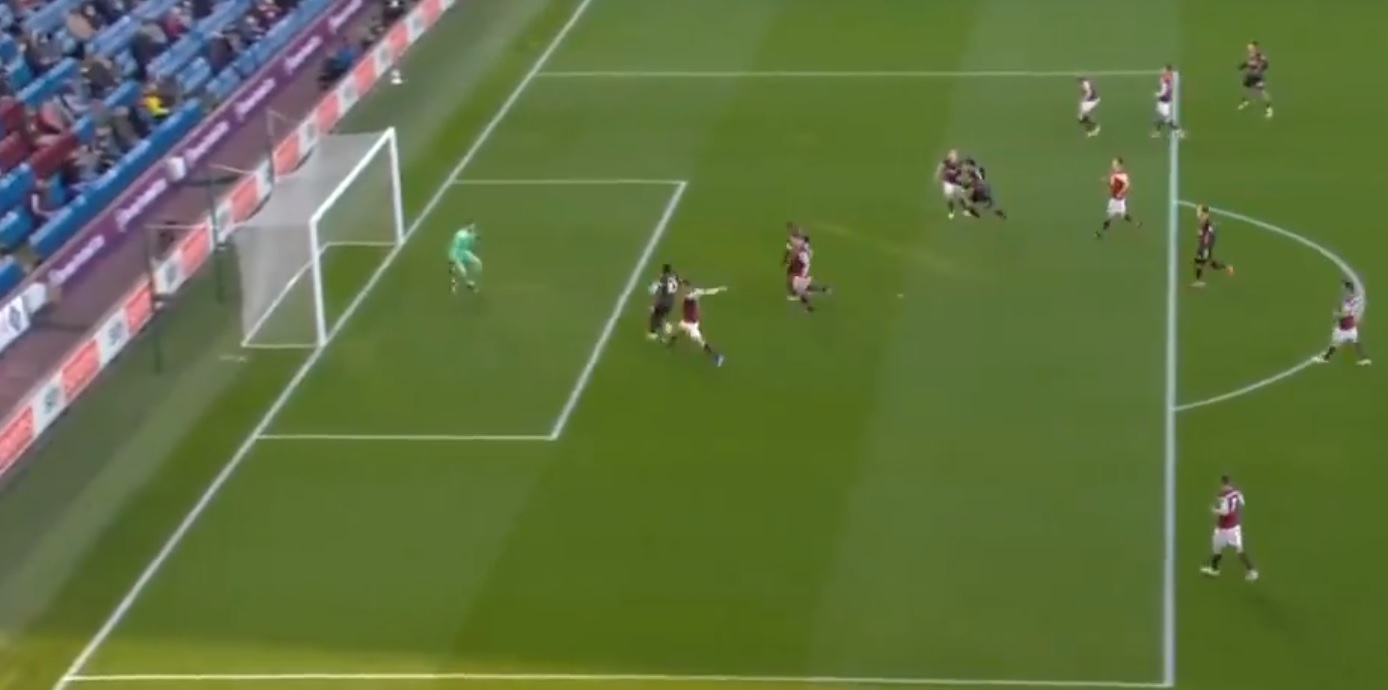 (Video) Mane fluffs a sitter from five yards following fortunate Trent cross deflection