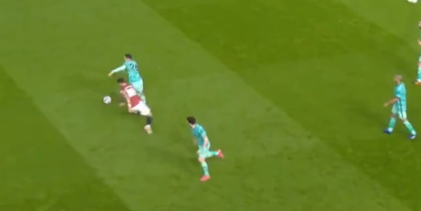 (Video) Robertson tracks back across length of pitch to win back possession before skinning Bruno Fernandes