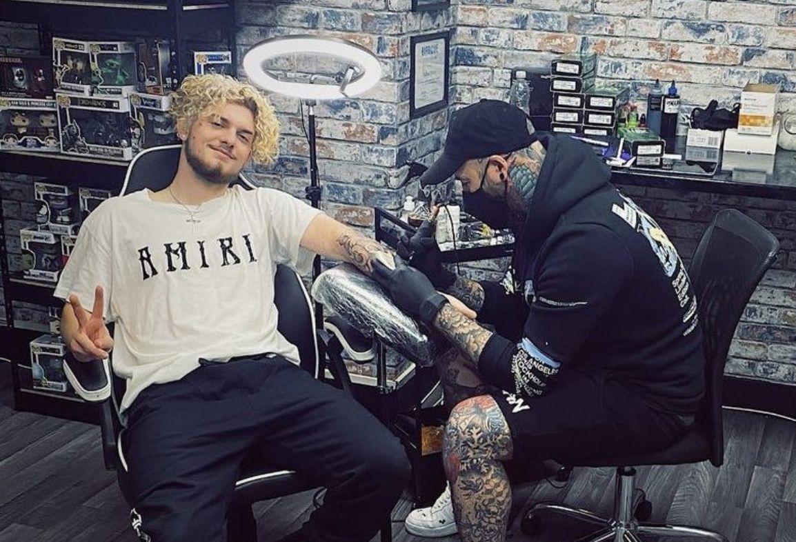 (Image) Harvey Elliott has just got an awesome Liverpool tattoo