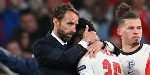 (Image) Virgil van Dijk disagrees with Gareth Southgate's decision in Euro 2020 final