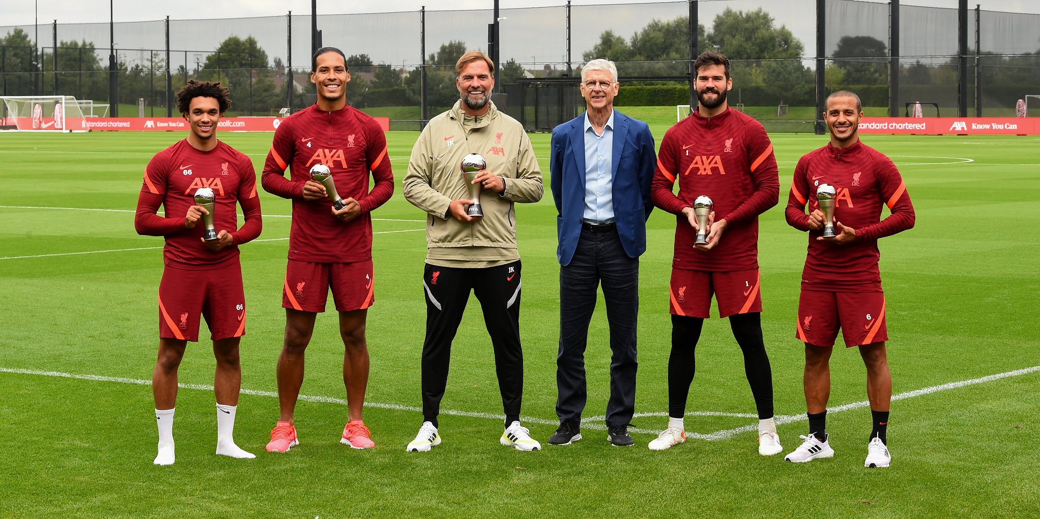 (Photo) Wenger visits Liverpool training ground to deliver long-awaited awards
