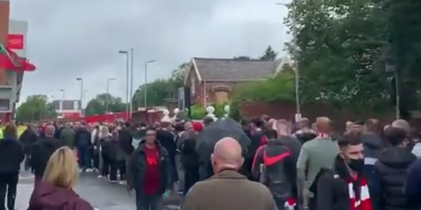 (Video) Liverpool fans left in queues outside Anfield as ticket problem continues