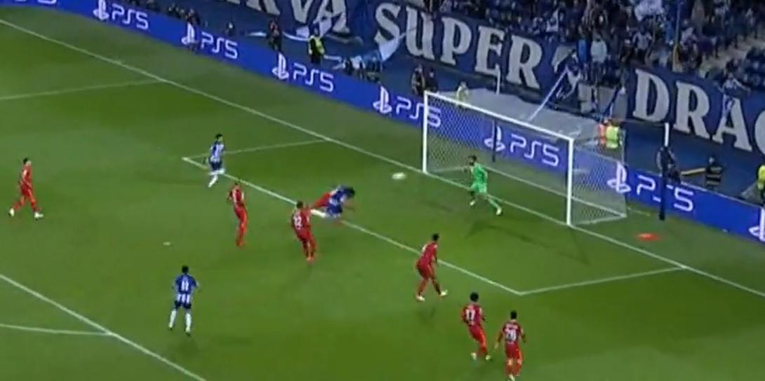 Michael Owen criticises Liverpool sub for defensive error