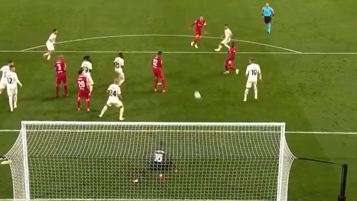 (Video) Henderson hits thunderous Gerrard-esque half-volley to make Anfield crowd go wild