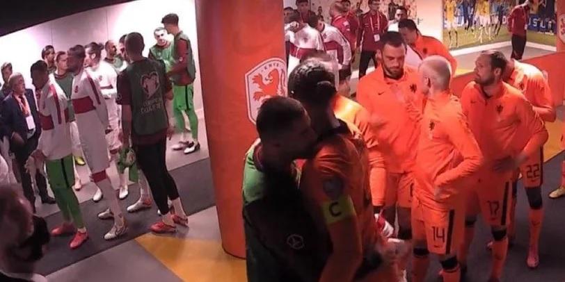 (Image) Liverpool fan catches Kabak & Van Dijk reunion moment pre-Netherlands v Turkey