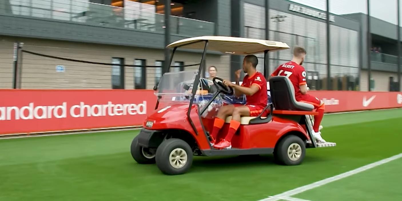 (Image) Liverpool fan spots 'wholesome' moment between injured stars Thiago Alcantara & Harvey Elliott post-team photo